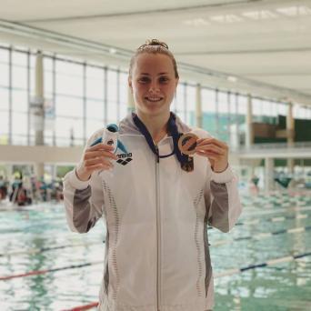 Laura Riedemann mit Silber und Bronze beim LEN-Schwimmcup in Chartres