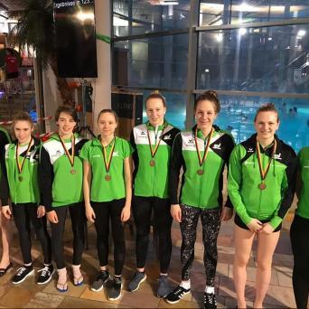 Schwimmerinnen vom SV Halle mit Platz 3 in der 2. BL in Oldenburg
