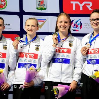 Lena Riedmann holt Gold mit der 4x100m Freistilstaffel bei JEM in Kazan