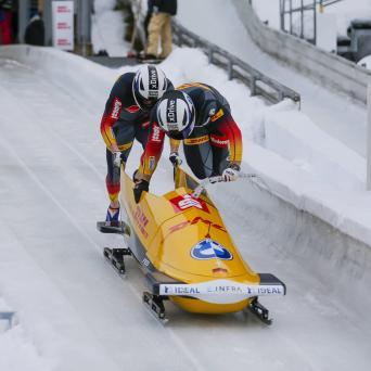 Alexander Schüller gewinnt im Zweierbob von Friedrich in Innsbruck